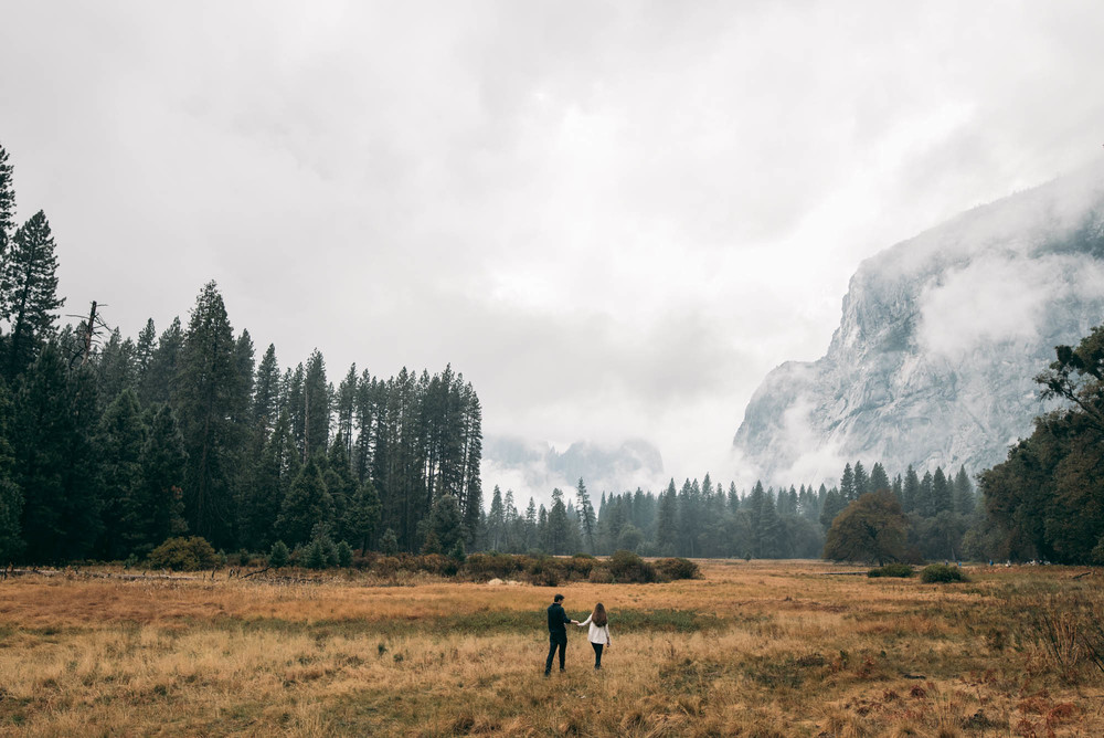 ©Isaiah & Taylor Photography - Stormy Cliffside Engagement, Yosemite California-5.jpg