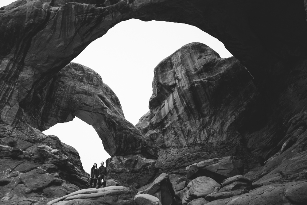 ©Isaiah & Taylor Photography - Arches National Park Adventure Engagement, Moab Utah-010.jpg