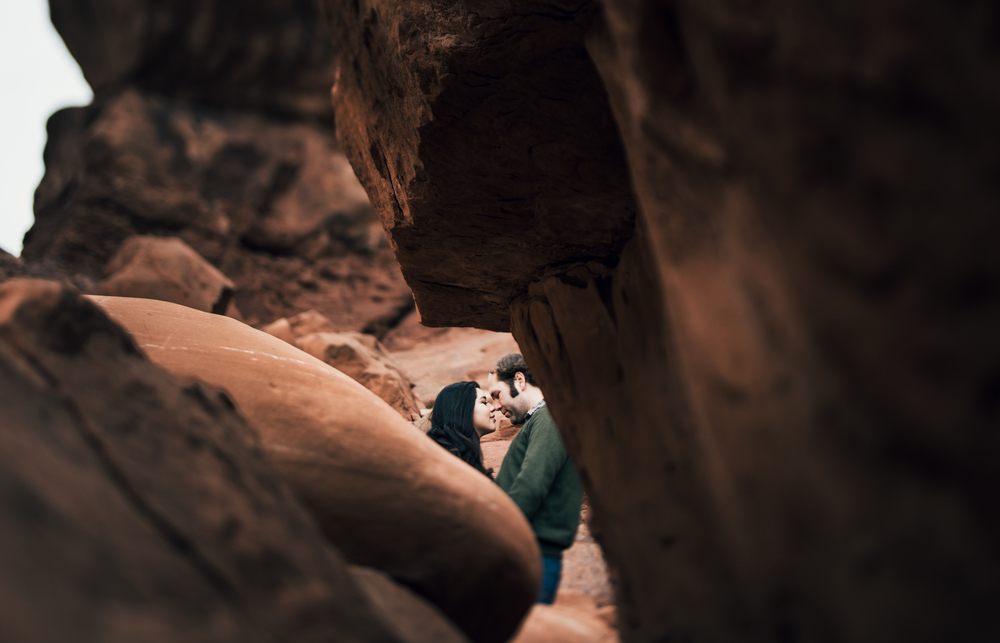 ©Isaiah & Taylor Photography - Arches National Park Adventure Engagement, Moab Utah-012.jpg