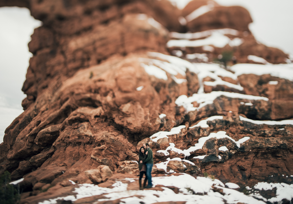 ©Isaiah & Taylor Photography - Arches National Park Adventure Engagement, Moab Utah-020.jpg