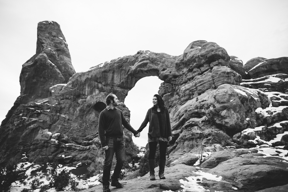©Isaiah & Taylor Photography - Arches National Park Adventure Engagement, Moab Utah-023.jpg