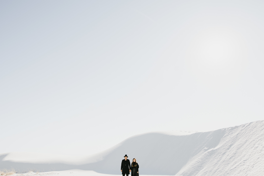 ©Isaiah & Taylor Photography - White Sands Natioanl Monument, New Mexico Engagement-012.jpg