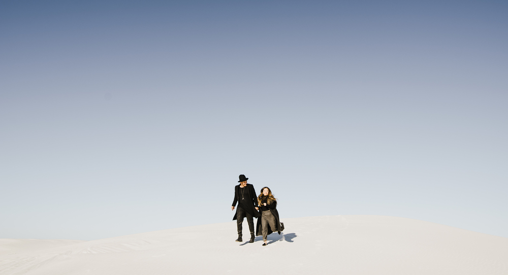 ©Isaiah & Taylor Photography - White Sands Natioanl Monument, New Mexico Engagement-030.jpg