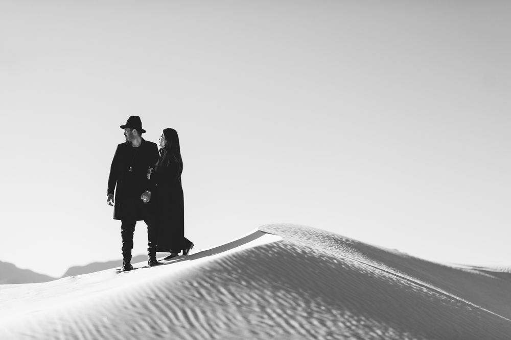 ©Isaiah & Taylor Photography - White Sands Natioanl Monument, New Mexico Engagement-037.jpg