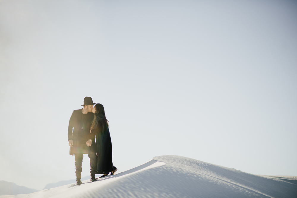 ©Isaiah & Taylor Photography - White Sands Natioanl Monument, New Mexico Engagement-038.jpg