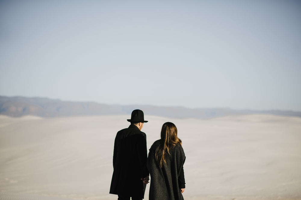 ©Isaiah & Taylor Photography - White Sands Natioanl Monument, New Mexico Engagement-040.jpg