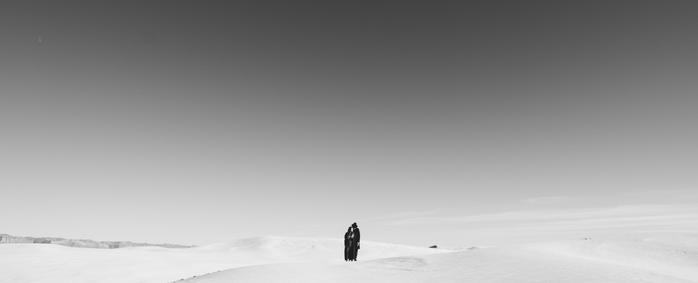 ©Isaiah & Taylor Photography - White Sands Natioanl Monument, New Mexico Engagement-044.jpg