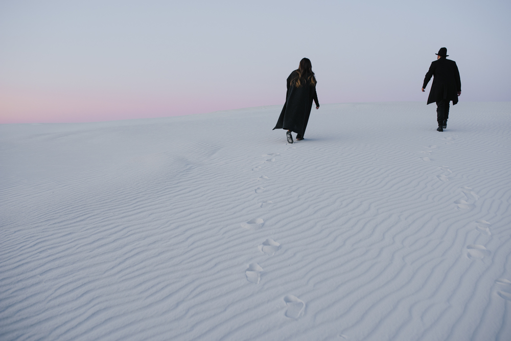 ©Isaiah & Taylor Photography - White Sands Natioanl Monument, New Mexico Engagement-069.jpg