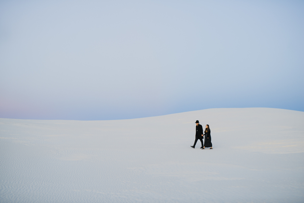 ©Isaiah & Taylor Photography - White Sands Natioanl Monument, New Mexico Engagement-070.jpg