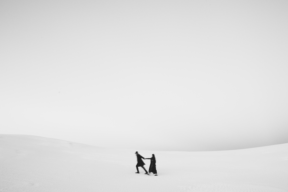 ©Isaiah & Taylor Photography - White Sands Natioanl Monument, New Mexico Engagement-071.jpg