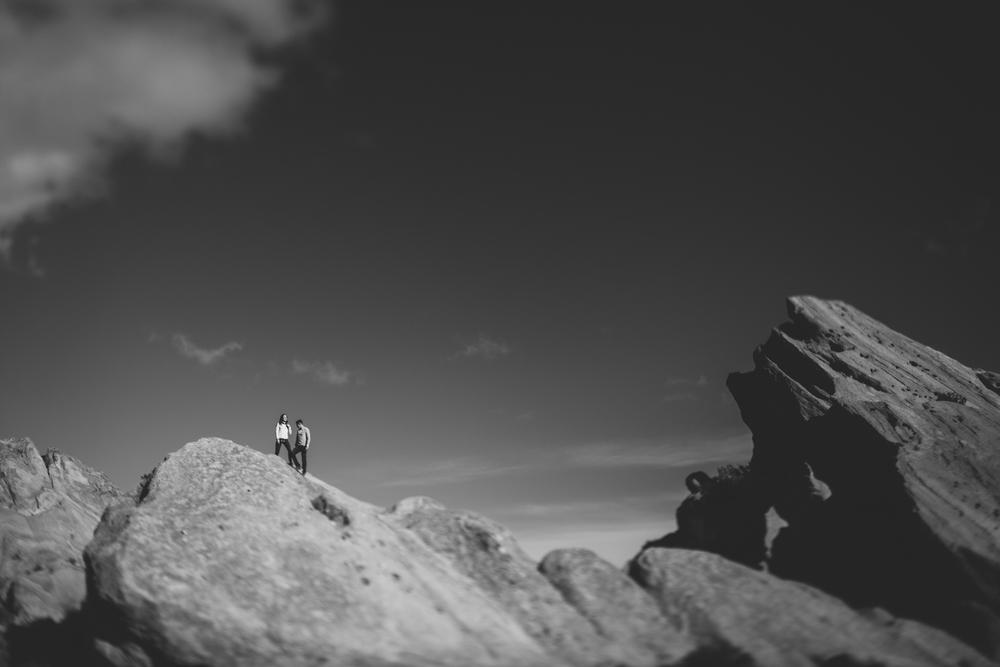 ©Isaiah-&-Taylor-Photography---Vasquez-Rocks-Engagement-011.jpg
