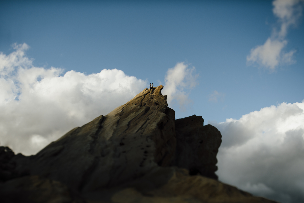 ©Isaiah-&-Taylor-Photography---Vasquez-Rocks-Engagement-021.jpg