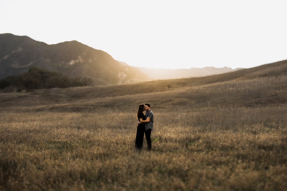 ©Isaiah-&-Taylor-Photography---Malibu-Field-Engagement,-Southern-California-Wedding-Photographer-011.jpg