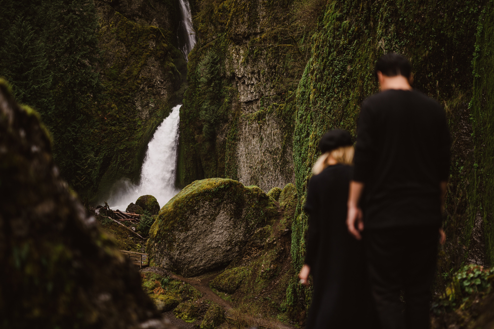 ©Isaiah-&-Taylor-Photography---Columbia-River-Gorge-Engagement,-Portland-Oregon-Wedding-Photographer-008.jpg