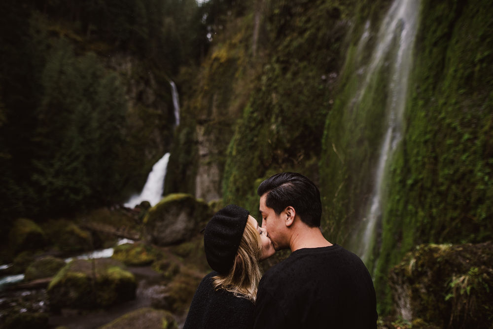 ©Isaiah-&-Taylor-Photography---Columbia-River-Gorge-Engagement,-Portland-Oregon-Wedding-Photographer-010.jpg