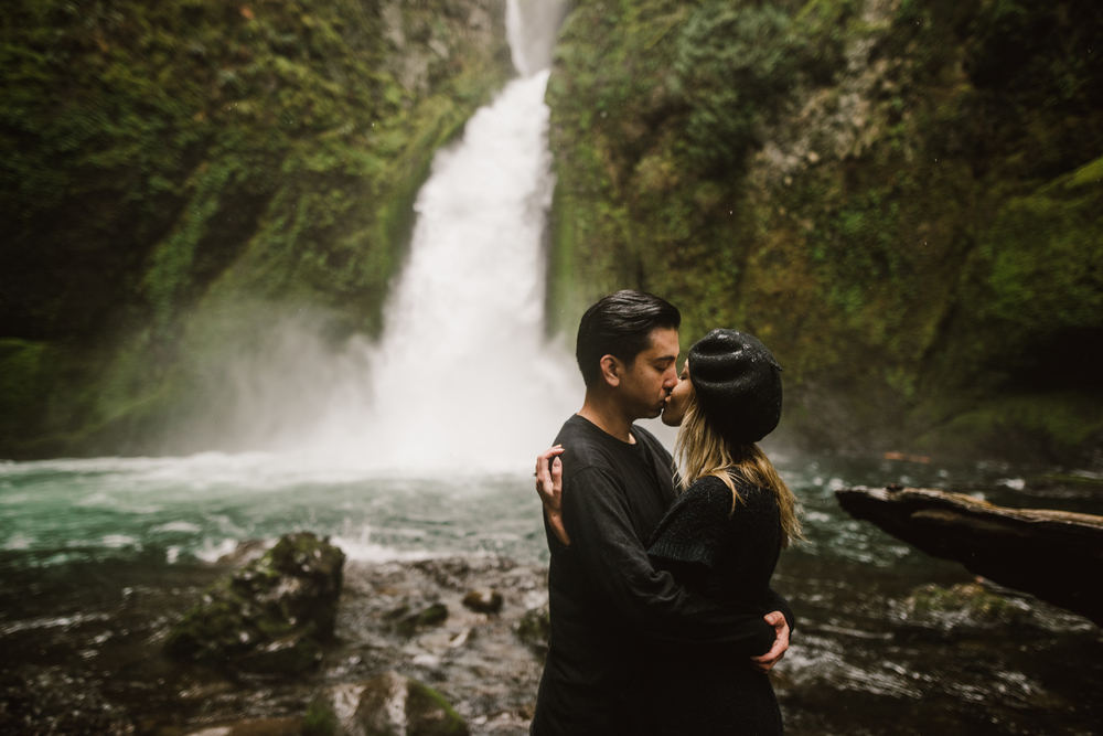 ©Isaiah-&-Taylor-Photography---Columbia-River-Gorge-Engagement,-Portland-Oregon-Wedding-Photographer-021.jpg