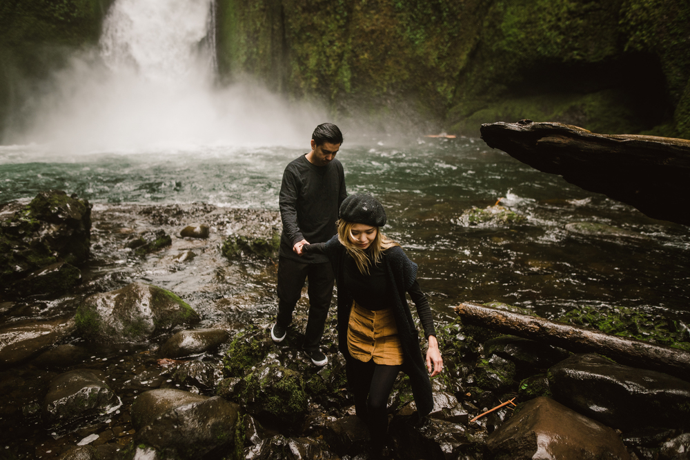 ©Isaiah-&-Taylor-Photography---Columbia-River-Gorge-Engagement,-Portland-Oregon-Wedding-Photographer-023.jpg