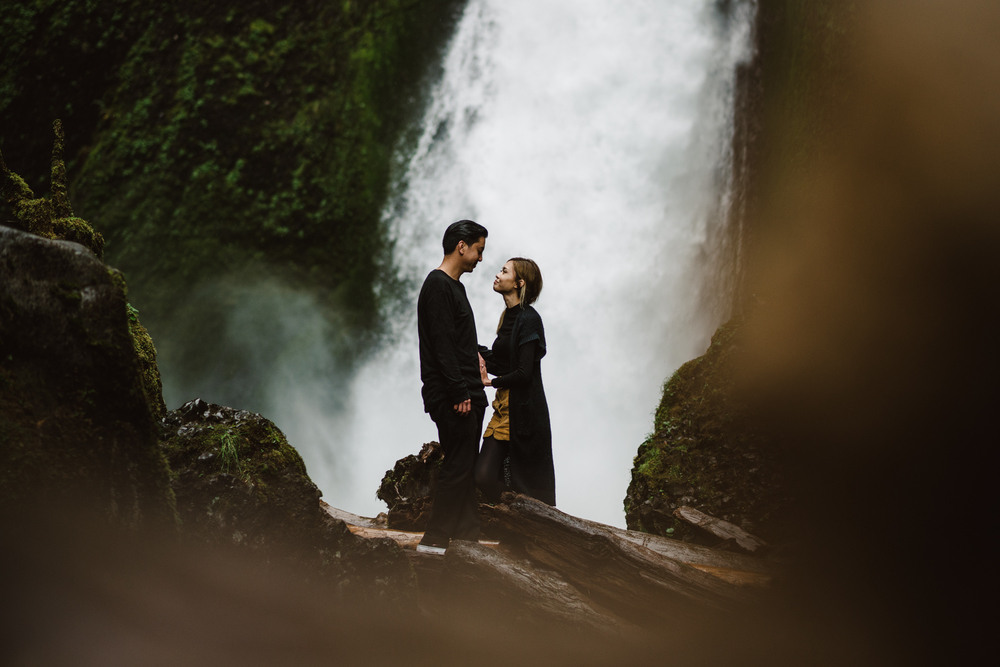 ©Isaiah-&-Taylor-Photography---Columbia-River-Gorge-Engagement,-Portland-Oregon-Wedding-Photographer-028.jpg