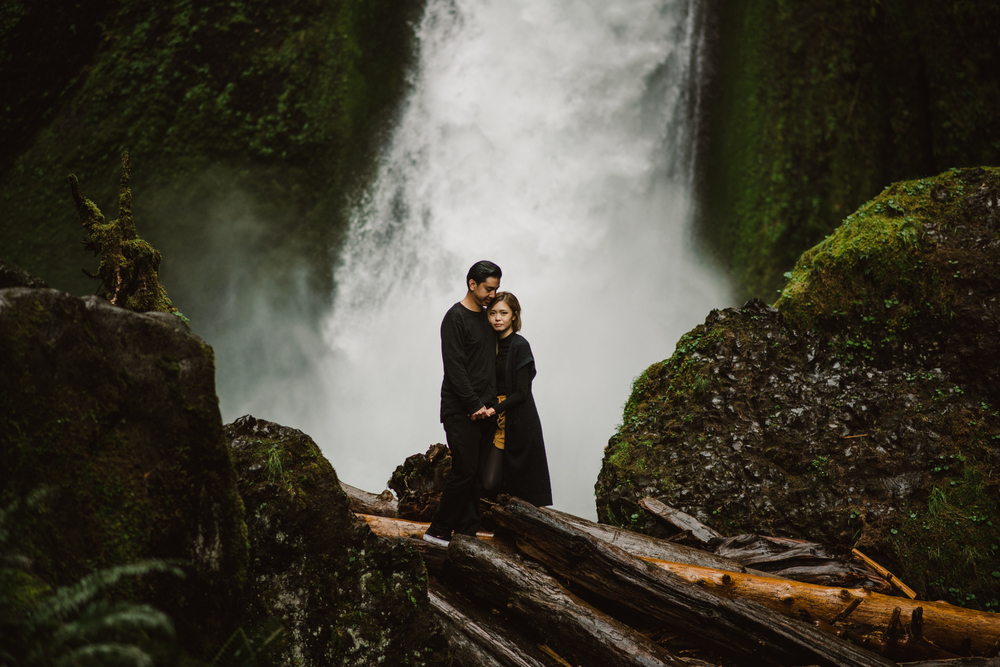 ©Isaiah-&-Taylor-Photography---Columbia-River-Gorge-Engagement,-Portland-Oregon-Wedding-Photographer-029.jpg