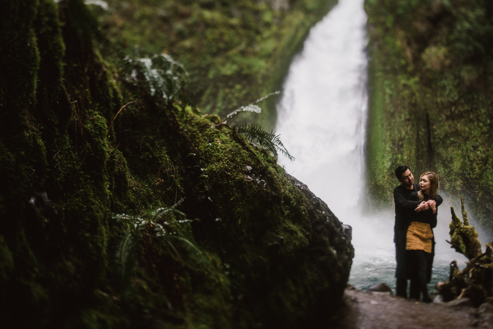 ©Isaiah-&-Taylor-Photography---Columbia-River-Gorge-Engagement,-Portland-Oregon-Wedding-Photographer-032.jpg