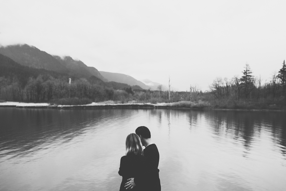 ©Isaiah-&-Taylor-Photography---Columbia-River-Gorge-Engagement,-Portland-Oregon-Wedding-Photographer-044.jpg