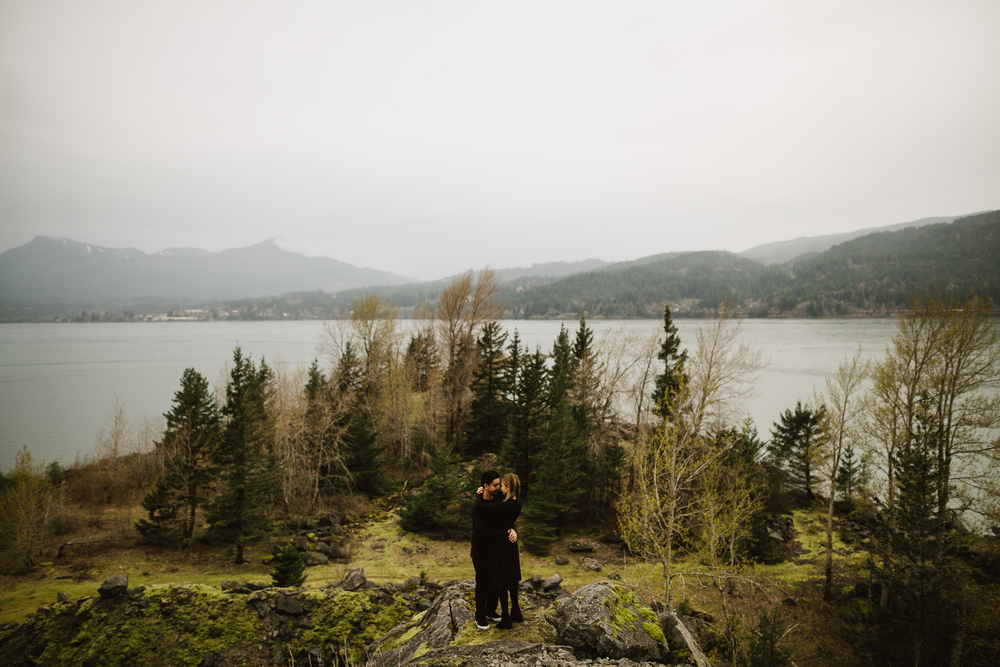 ©Isaiah-&-Taylor-Photography---Columbia-River-Gorge-Engagement,-Portland-Oregon-Wedding-Photographer-051.jpg
