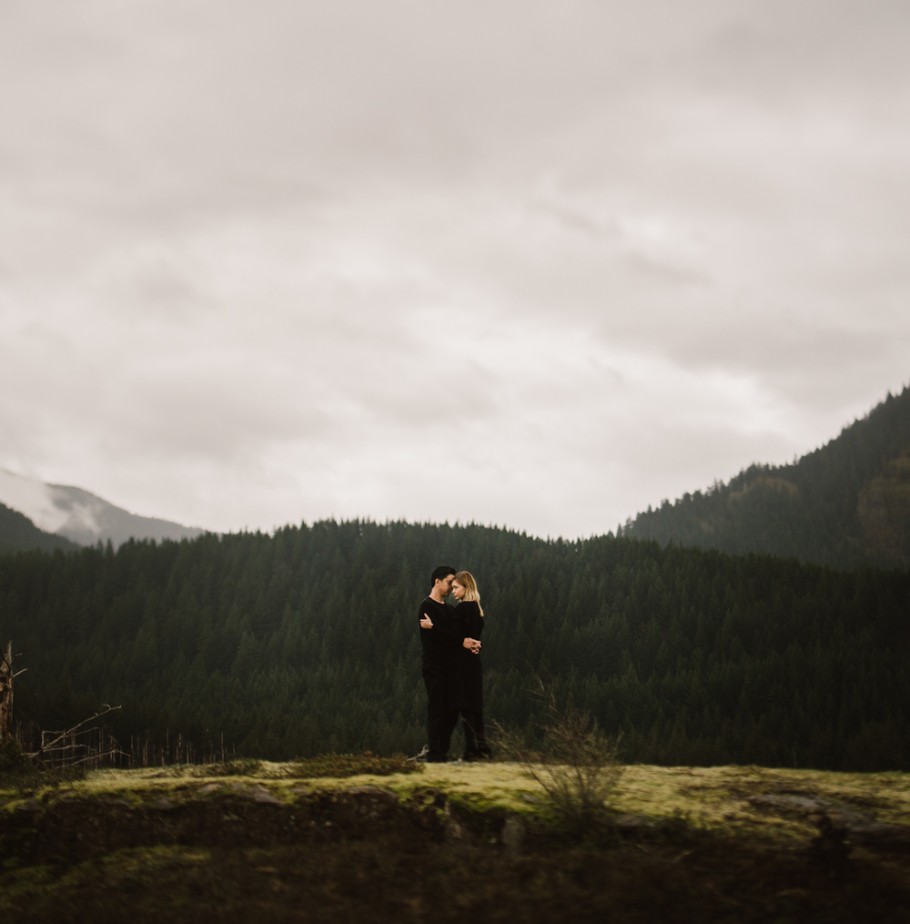 ©Isaiah-&-Taylor-Photography---Columbia-River-Gorge-Engagement,-Portland-Oregon-Wedding-Photographer-056.jpg