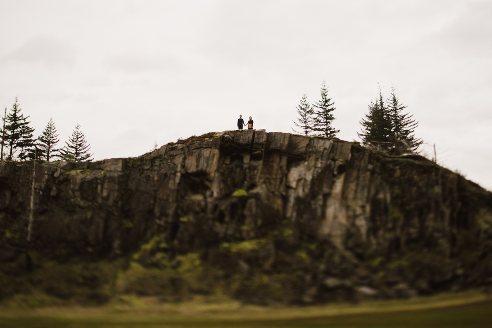 ©Isaiah-&-Taylor-Photography---Columbia-River-Gorge-Engagement,-Portland-Oregon-Wedding-Photographer-062.jpg