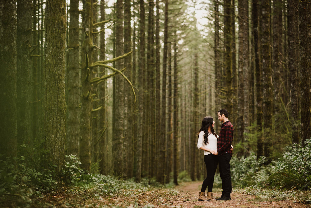 ©Isaiah-&-Taylor-Photography---Rattlesnake-Ledge-Trail-Engagement,-Seattle-Washington-004.jpg