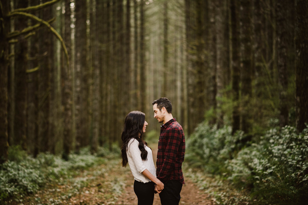 ©Isaiah-&-Taylor-Photography---Rattlesnake-Ledge-Trail-Engagement,-Seattle-Washington-008.jpg