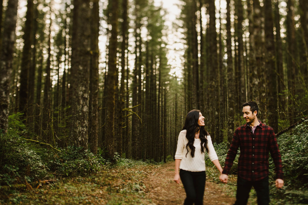 ©Isaiah-&-Taylor-Photography---Rattlesnake-Ledge-Trail-Engagement,-Seattle-Washington-011.jpg