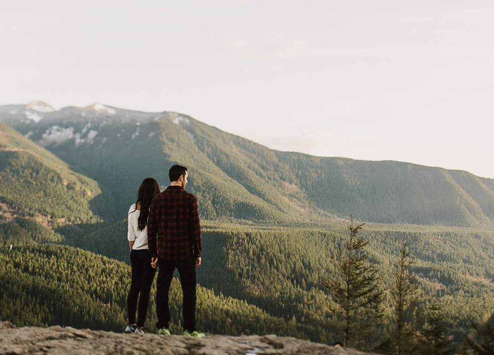 ©Isaiah-&-Taylor-Photography---Rattlesnake-Ledge-Trail-Engagement,-Seattle-Washington-028.jpg