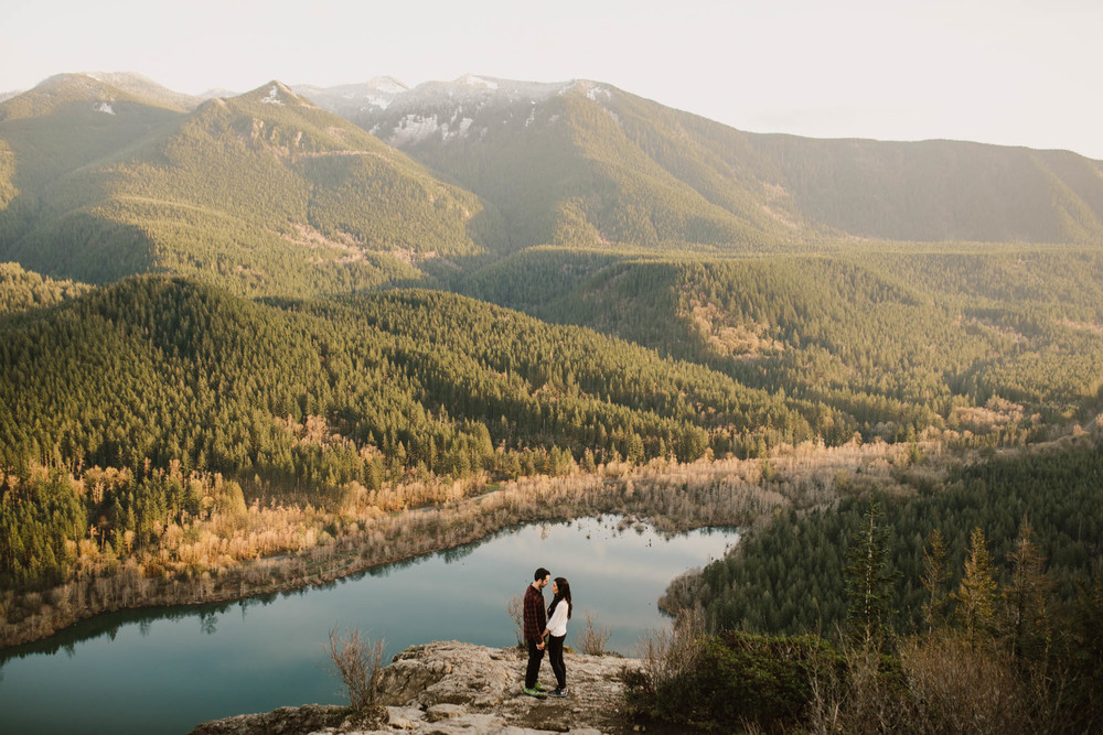 ©Isaiah-&-Taylor-Photography---Rattlesnake-Ledge-Trail-Engagement,-Seattle-Washington-040.jpg