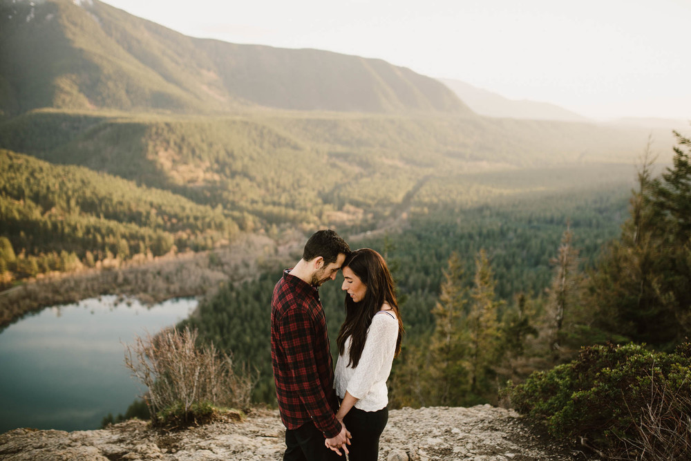 ©Isaiah-&-Taylor-Photography---Rattlesnake-Ledge-Trail-Engagement,-Seattle-Washington-041.jpg