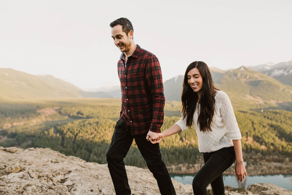 ©Isaiah-&-Taylor-Photography---Rattlesnake-Ledge-Trail-Engagement,-Seattle-Washington-045.jpg