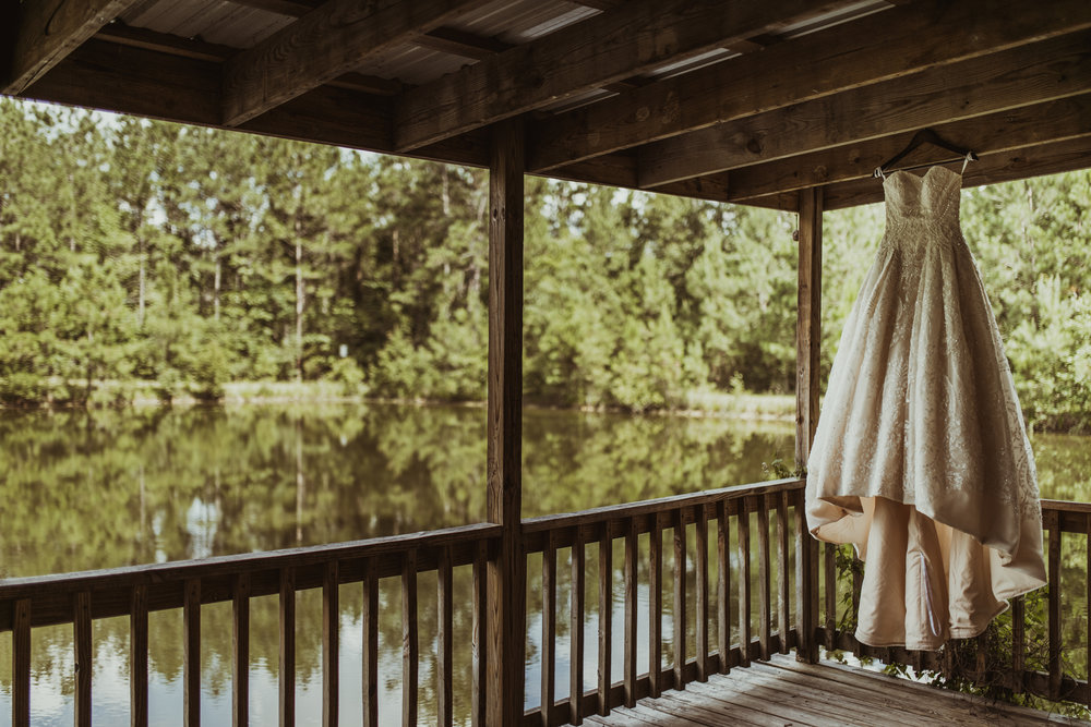 ©Isaiah & Taylor Photography - Lakeside Barn Wedding, Private Estate, Poplarville Mississippi-07.jpg