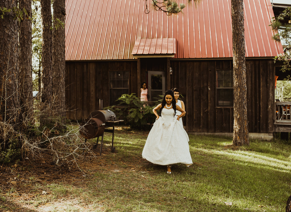 ©Isaiah & Taylor Photography - Lakeside Barn Wedding, Private Estate, Poplarville Mississippi-31.jpg