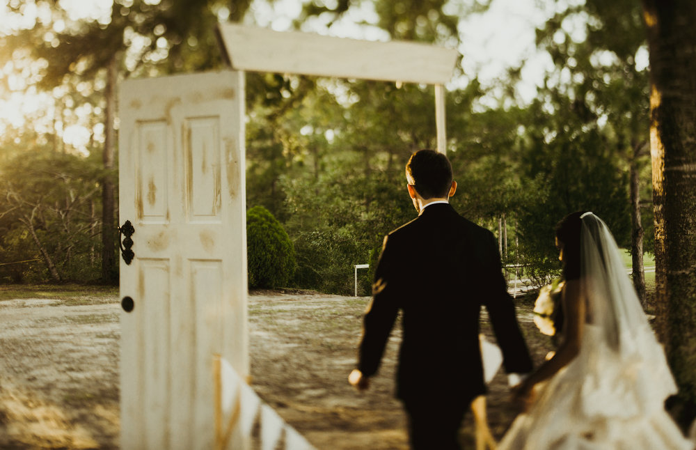 ©Isaiah & Taylor Photography - Lakeside Barn Wedding, Private Estate, Poplarville Mississippi-82.jpg