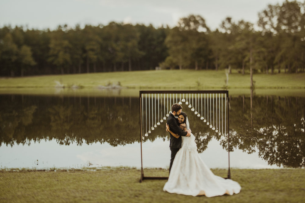 ©Isaiah & Taylor Photography - Lakeside Barn Wedding, Private Estate, Poplarville Mississippi-114.jpg