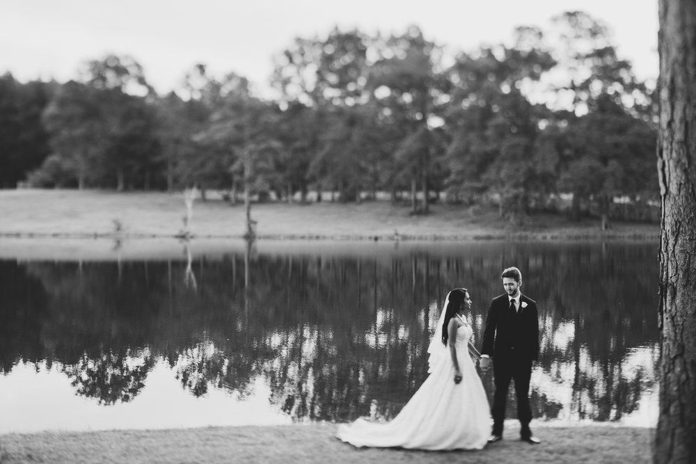 ©Isaiah & Taylor Photography - Lakeside Barn Wedding, Private Estate, Poplarville Mississippi-122.jpg