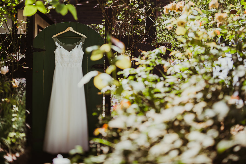 ©Isaiah + Taylor Photography - Brendan + Stefana, Quail Haven Farm Wedding, Vista-15.jpg
