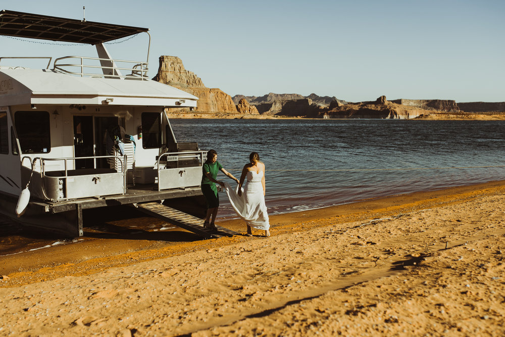 ©Isaiah + Taylor Photography - Lake Powell Elopement & Antelope Canyon & Horseshoe Bend, Page, Arizona-07.jpg