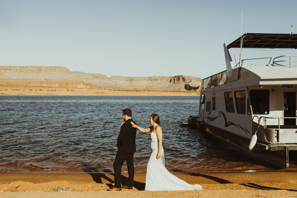©Isaiah + Taylor Photography - Lake Powell Elopement & Antelope Canyon & Horseshoe Bend, Page, Arizona-08.jpg