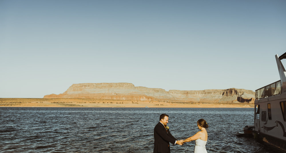 ©Isaiah + Taylor Photography - Lake Powell Elopement & Antelope Canyon & Horseshoe Bend, Page, Arizona-10.jpg