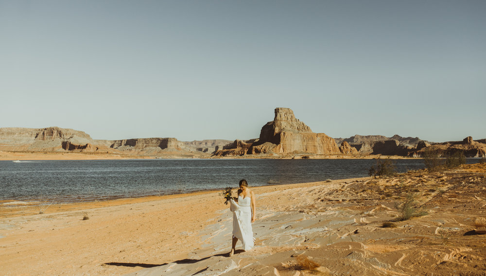 ©Isaiah + Taylor Photography - Lake Powell Elopement & Antelope Canyon & Horseshoe Bend, Page, Arizona-14.jpg