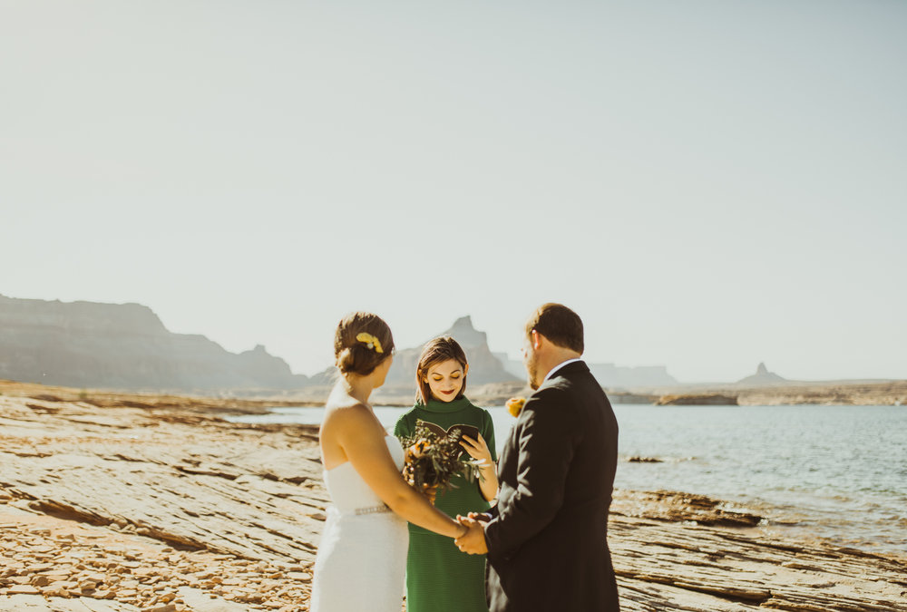 ©Isaiah + Taylor Photography - Lake Powell Elopement & Antelope Canyon & Horseshoe Bend, Page, Arizona-15.jpg
