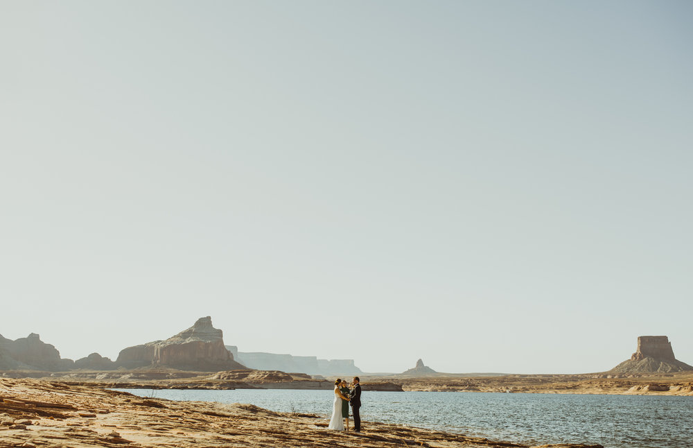 ©Isaiah + Taylor Photography - Lake Powell Elopement & Antelope Canyon & Horseshoe Bend, Page, Arizona-16.jpg