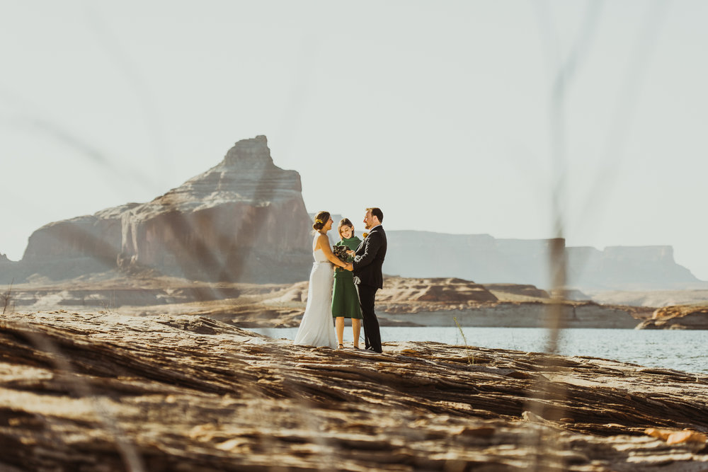 ©Isaiah + Taylor Photography - Lake Powell Elopement & Antelope Canyon & Horseshoe Bend, Page, Arizona-19.jpg