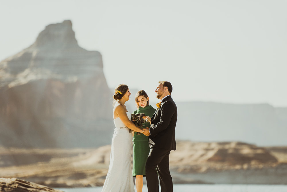 ©Isaiah + Taylor Photography - Lake Powell Elopement & Antelope Canyon & Horseshoe Bend, Page, Arizona-18.jpg