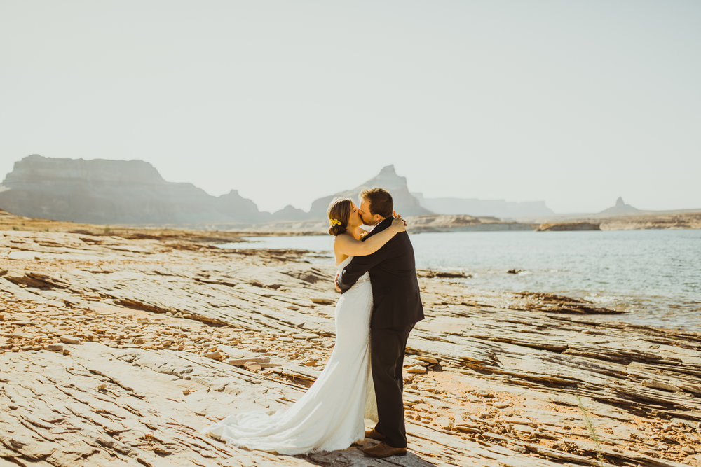 ©Isaiah + Taylor Photography - Lake Powell Elopement & Antelope Canyon & Horseshoe Bend, Page, Arizona-22.jpg